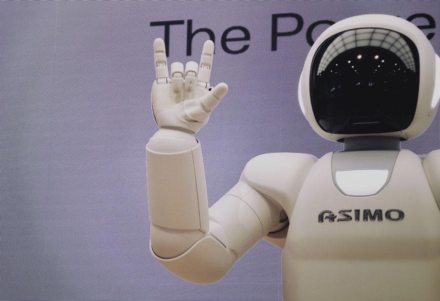 asimo robot saying hello